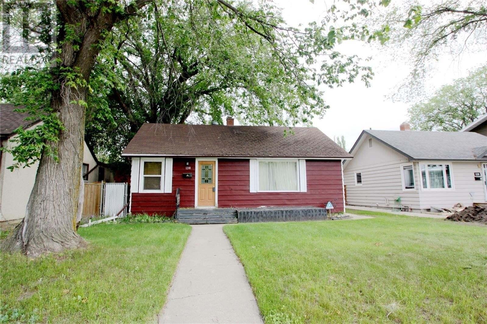House for sale at 1208 33rd St E Saskatoon Saskatchewan - MLS: SK823866