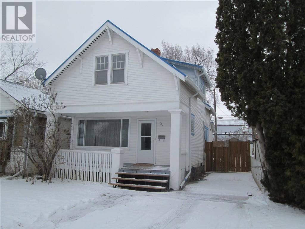 House for sale at 121 12 St Se Medicine Hat Alberta - MLS: mh0188609