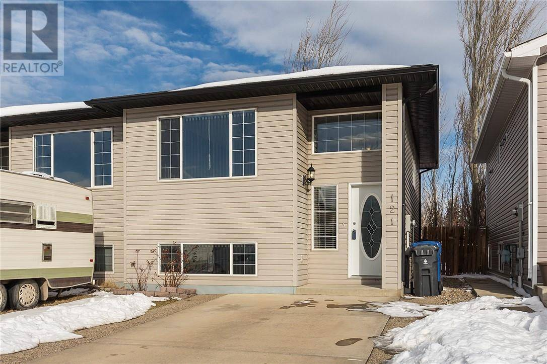 Townhouse for sale at 121 Aberdeen Rd W Lethbridge Alberta - MLS: ld0188768