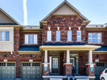 Townhouse for sale at 121 Benadir Ave Caledon Ontario - MLS: W4554019