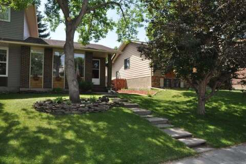 Townhouse for sale at 121 Berwick Wy NW Calgary Alberta - MLS: A1016682