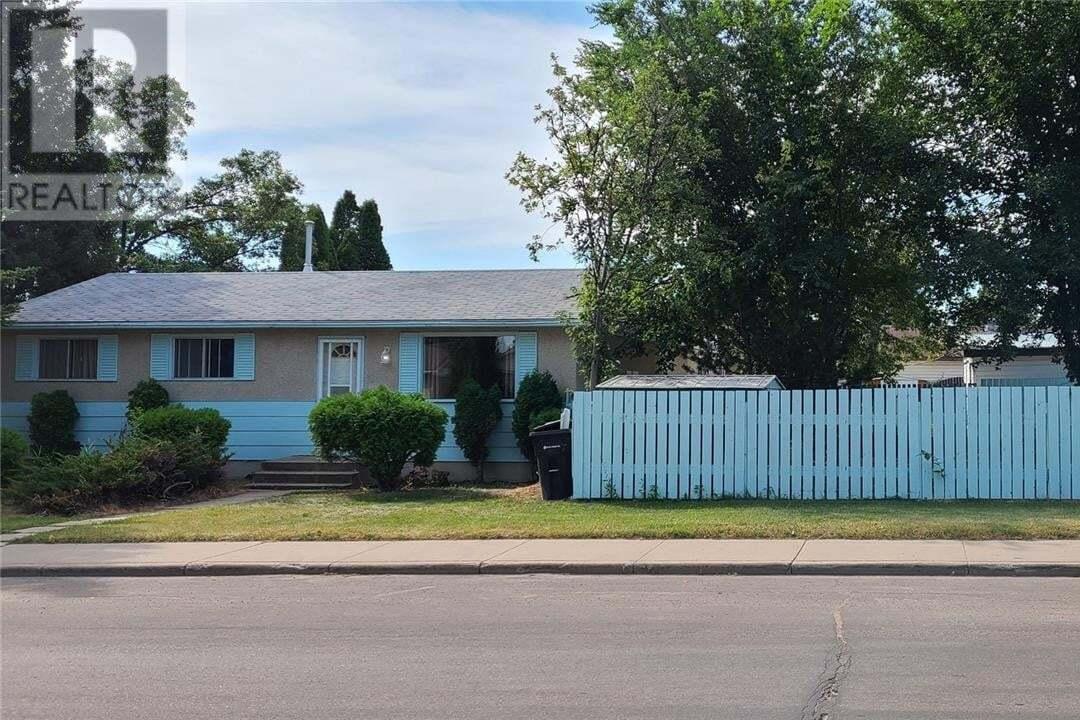 House for sale at 121 Mcgee Cres Saskatoon Saskatchewan - MLS: SK816880