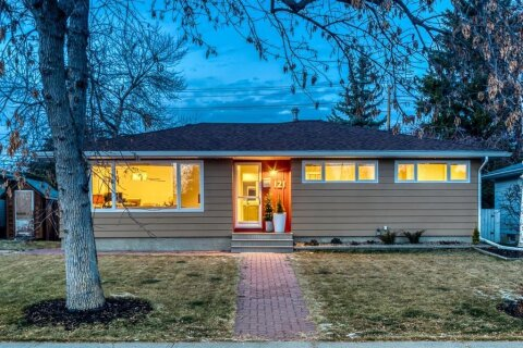 House for sale at 121 Waskatenau Cres SW Calgary Alberta - MLS: A1048326