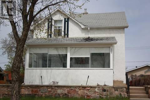 House for sale at 1213 1st St Estevan Saskatchewan - MLS: SK772704