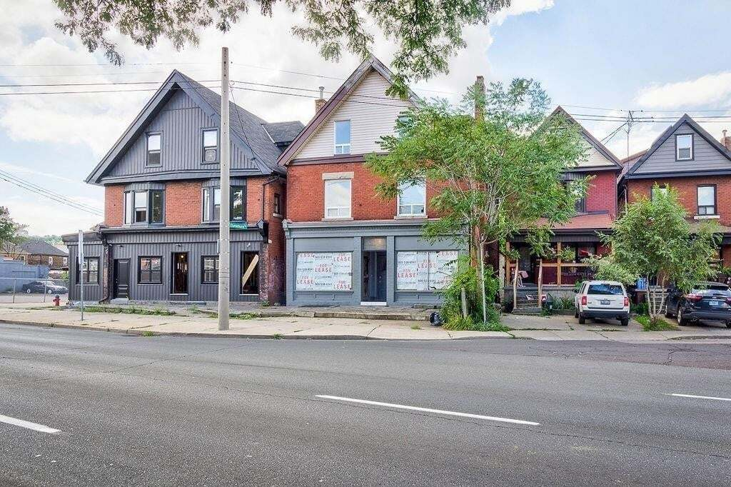 Commercial property for sale at 1214 King St E Hamilton Ontario - MLS: H4090957