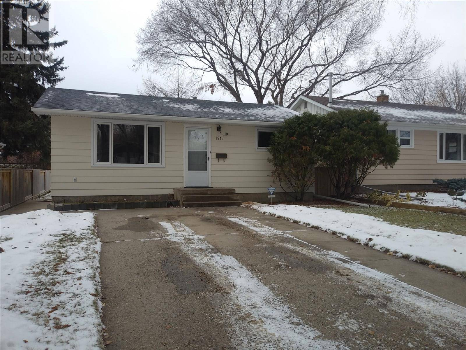 House for sale at 1217 J Ave S Saskatoon Saskatchewan - MLS: SK792834