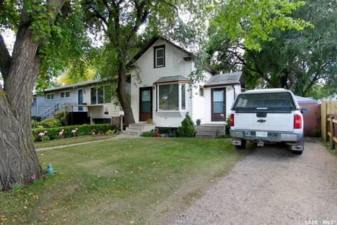 House for sale at 1217 M Ave S Saskatoon Saskatchewan - MLS: SK774298