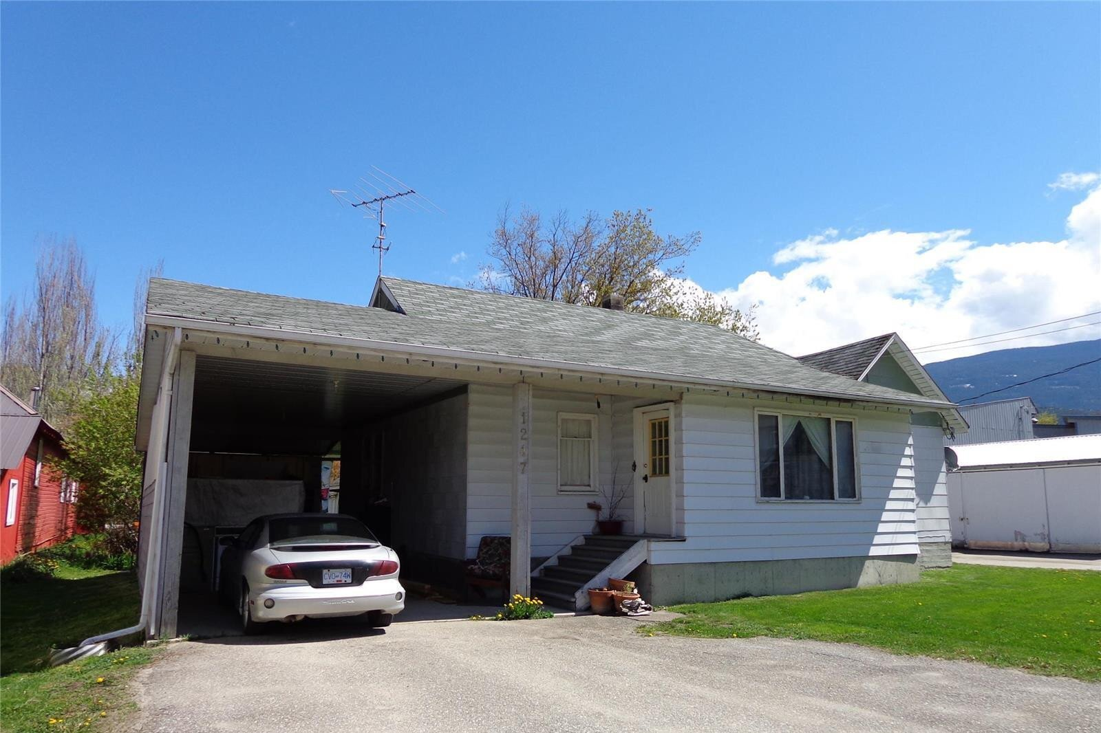 Residential property for sale at 1217 Young Cres Sicamous British Columbia - MLS: 10201396