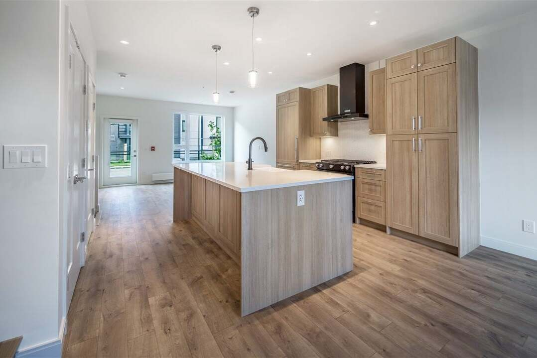 Buliding: 525 East 2nd Street, North Vancouver, BC