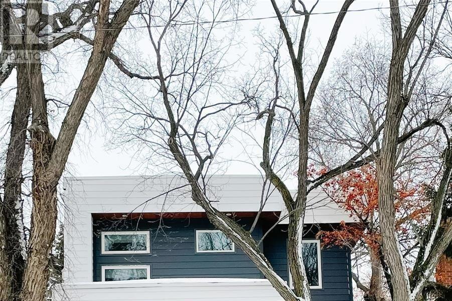 House for sale at 122 9th St E Saskatoon Saskatchewan - MLS: SK839179