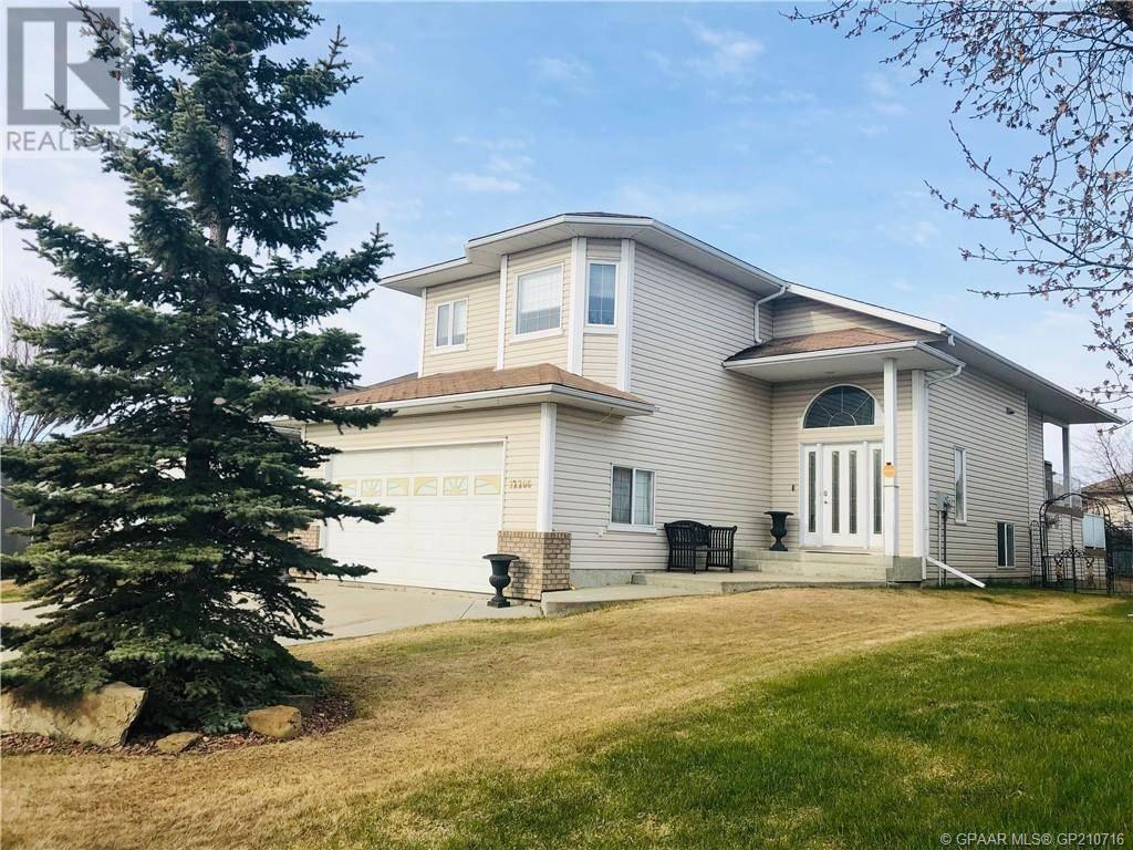 House for sale at 12206 Crystal Lake Dr Grande Prairie Alberta - MLS: GP210716
