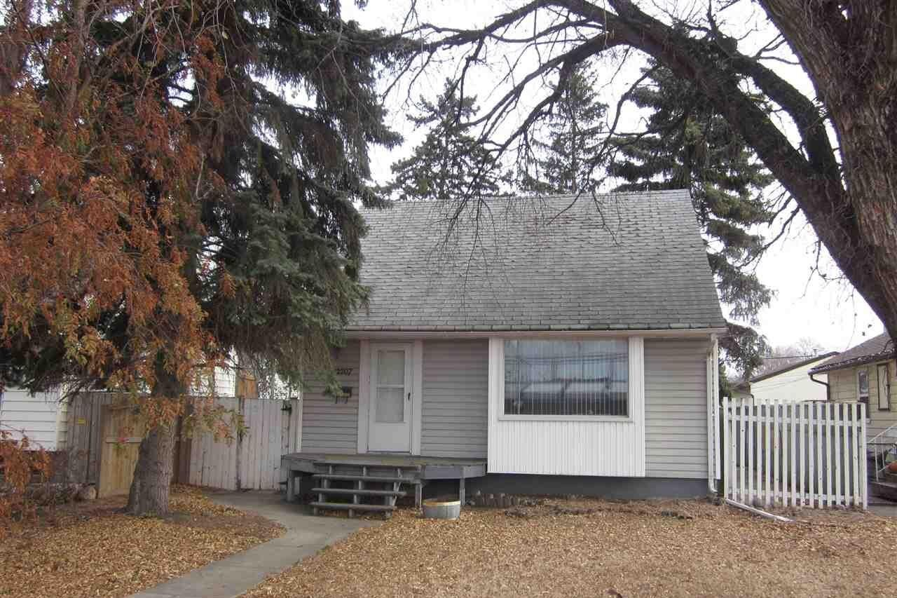 House for sale at 12207 107 St NW Edmonton Alberta - MLS: E4220001