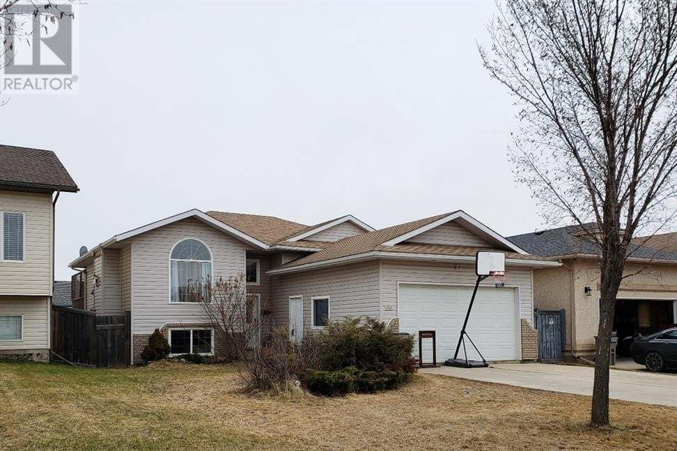House for sale at 12213 Crystal Lake Dr Grande Prairie Alberta - MLS: GP215361