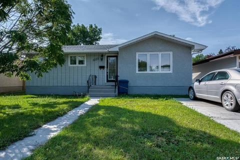 House for sale at 1223 Caribou St W Moose Jaw Saskatchewan - MLS: SK783982
