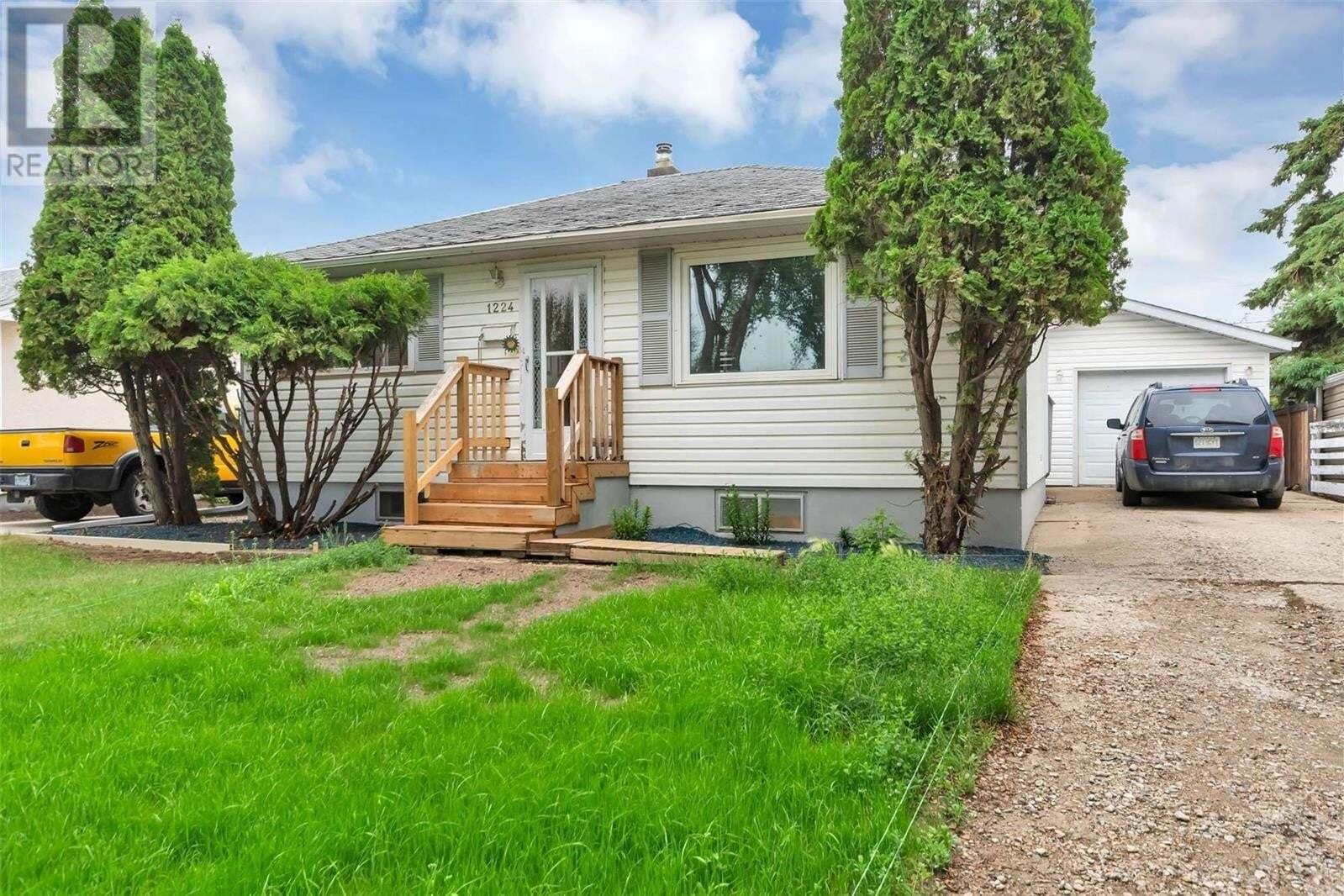 House for sale at 1224 10th Ave Regina Saskatchewan - MLS: SK814731
