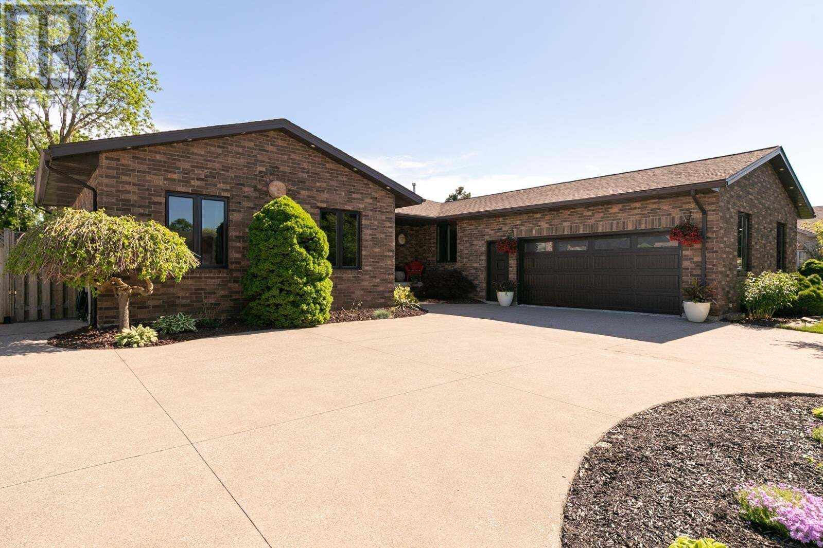 House for sale at 12265 Lessard  Tecumseh Ontario - MLS: 20005861