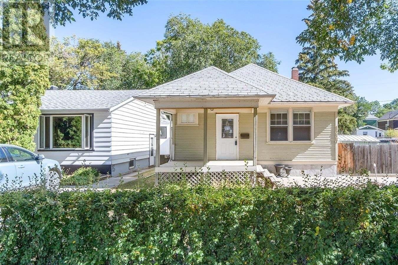 House for sale at 1227 Algoma Ave Moose Jaw Saskatchewan - MLS: SK826585