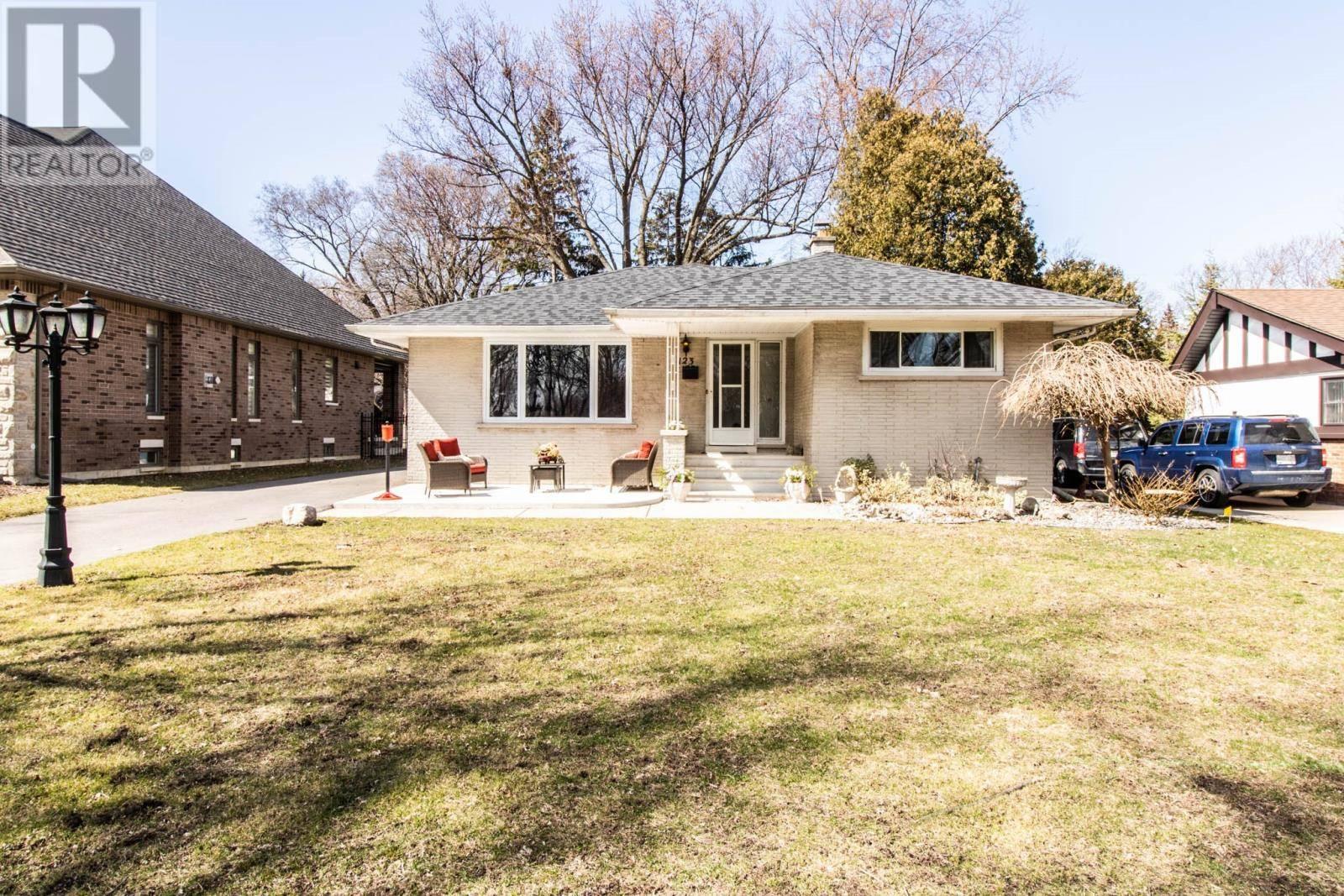 House for sale at 123 Kensington  Tecumseh Ontario - MLS: 20003640