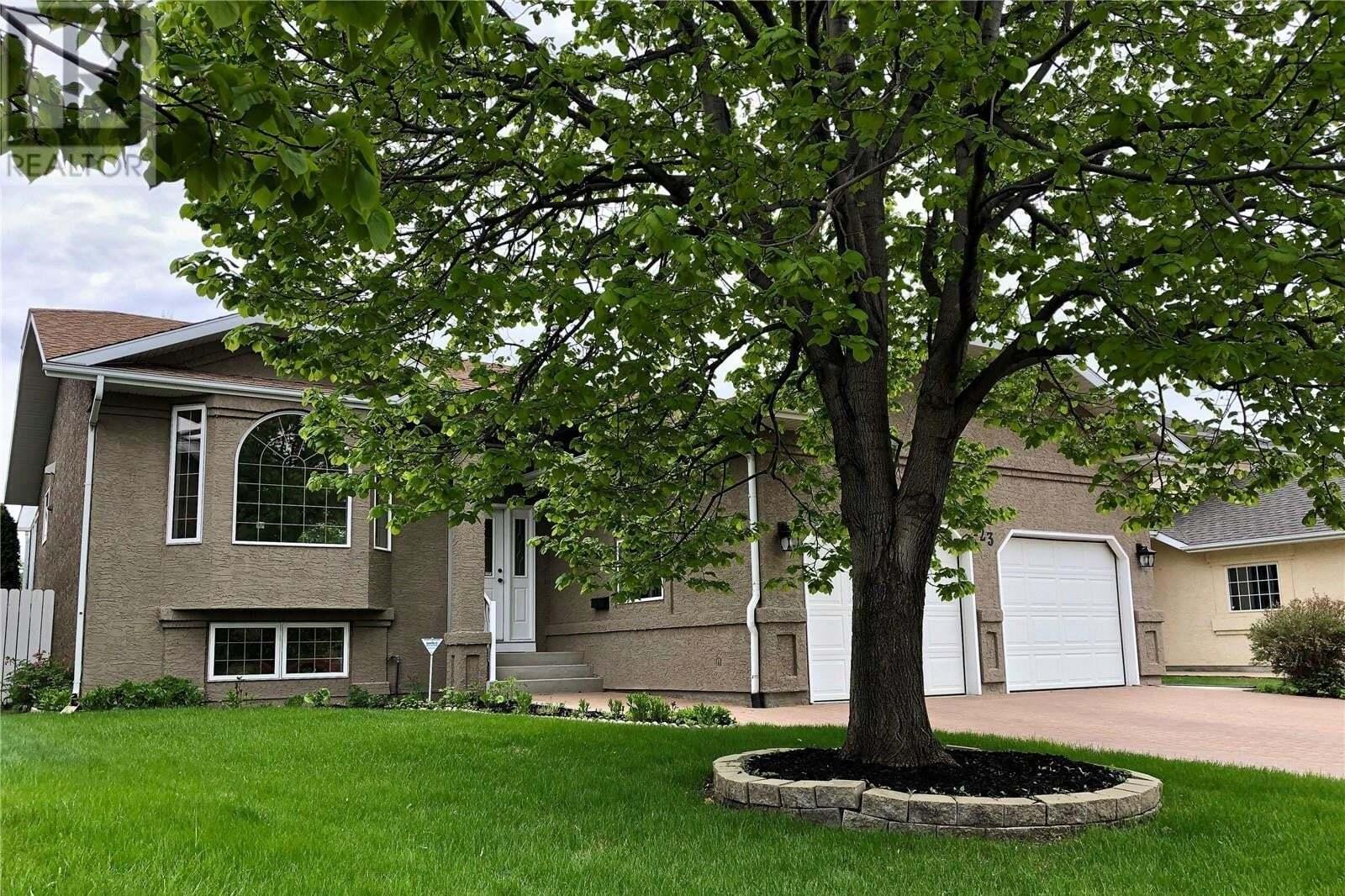 House for sale at 123 Mendel Cres Saskatoon Saskatchewan - MLS: SK810351
