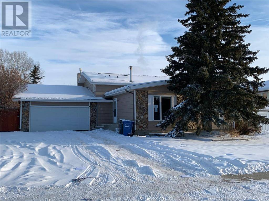 House for sale at 123 Metcalf Ave Red Deer Alberta - MLS: ca0186365