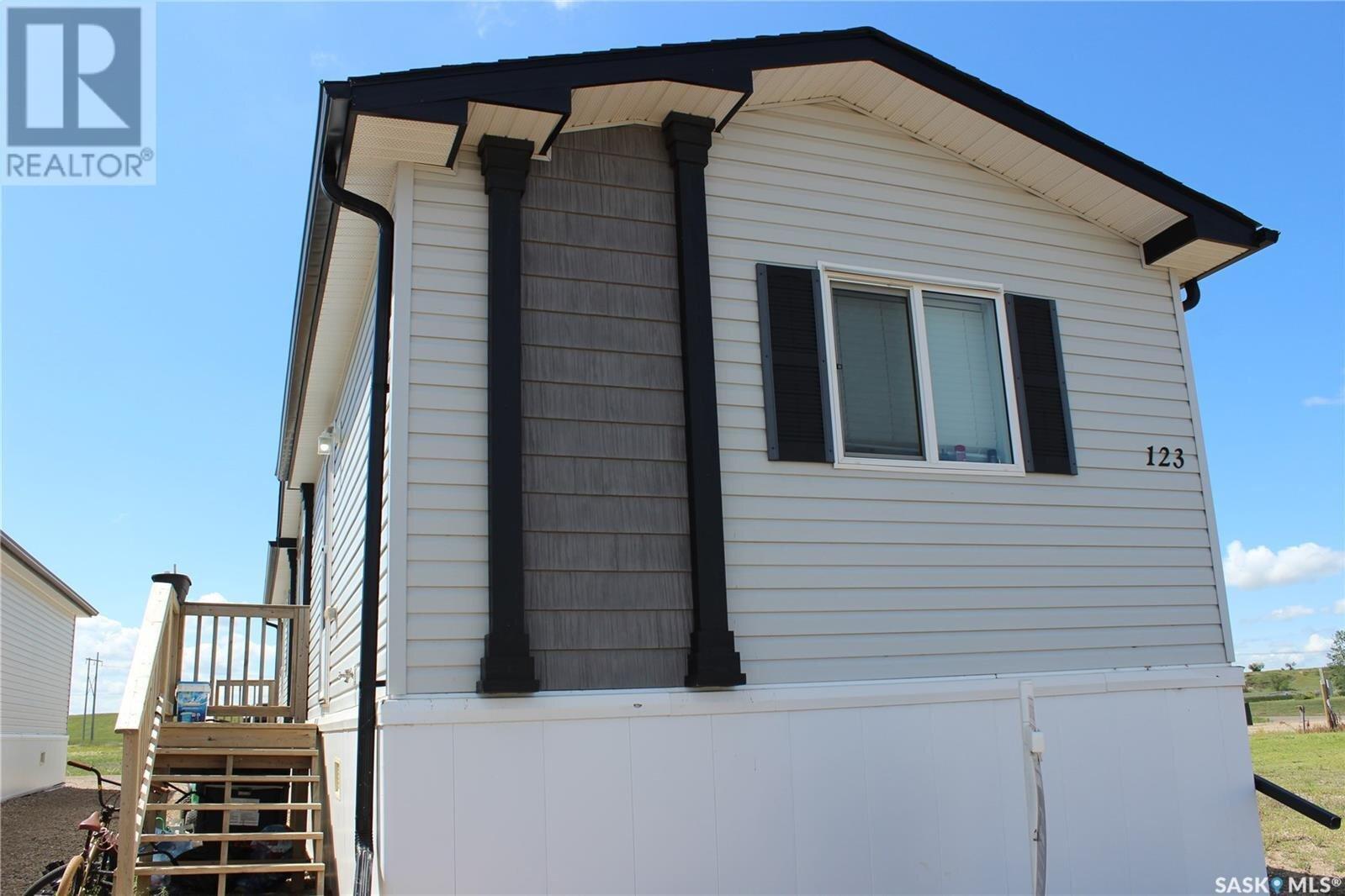 Residential property for sale at 123 Williams Wy Estevan Saskatchewan - MLS: SK833897