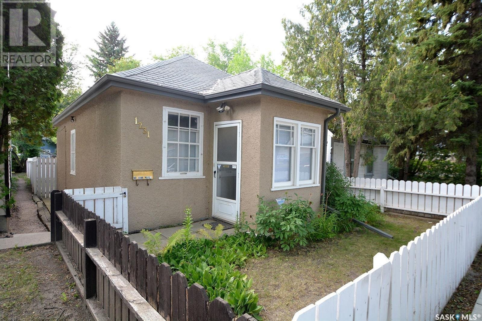 House for sale at 1231 D Ave N Saskatoon Saskatchewan - MLS: SK823608