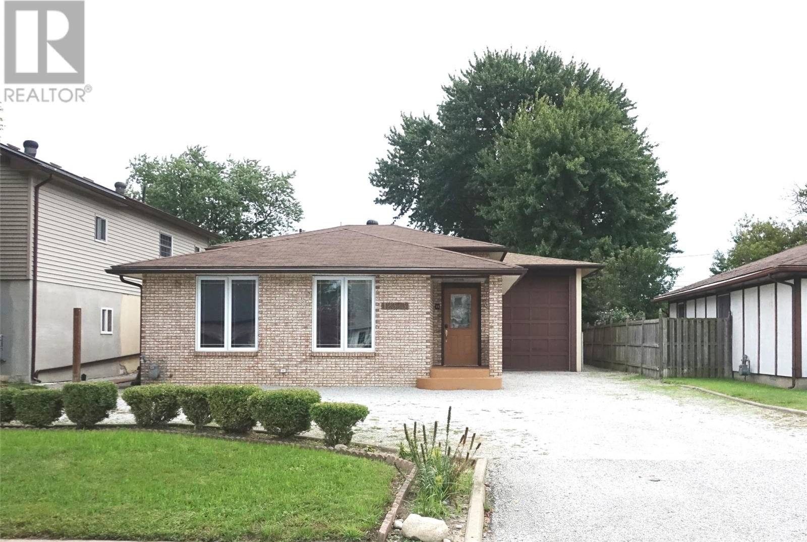 House for sale at 12323 Arbour St Tecumseh Ontario - MLS: 19025038