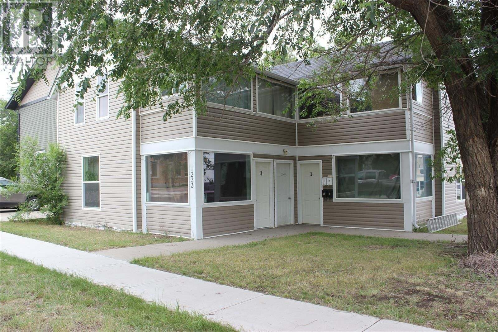 Townhouse for sale at 1233 3rd St Estevan Saskatchewan - MLS: SK814829