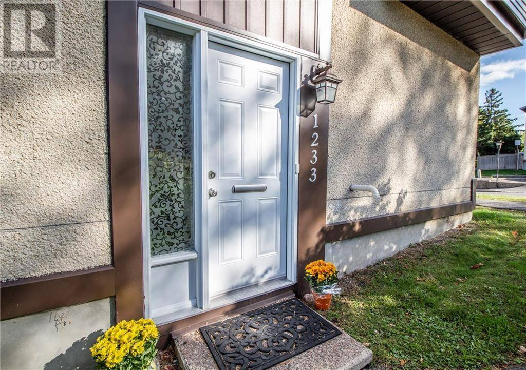 Townhouse for sale at 1233 Bethamy Ln Ottawa Ontario - MLS: 1169458