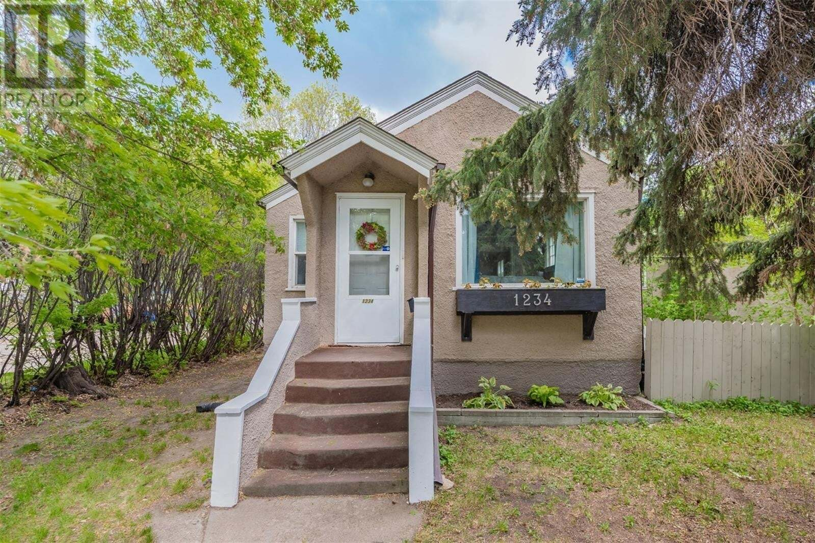 House for sale at 1234 E Ave N Saskatoon Saskatchewan - MLS: SK810056