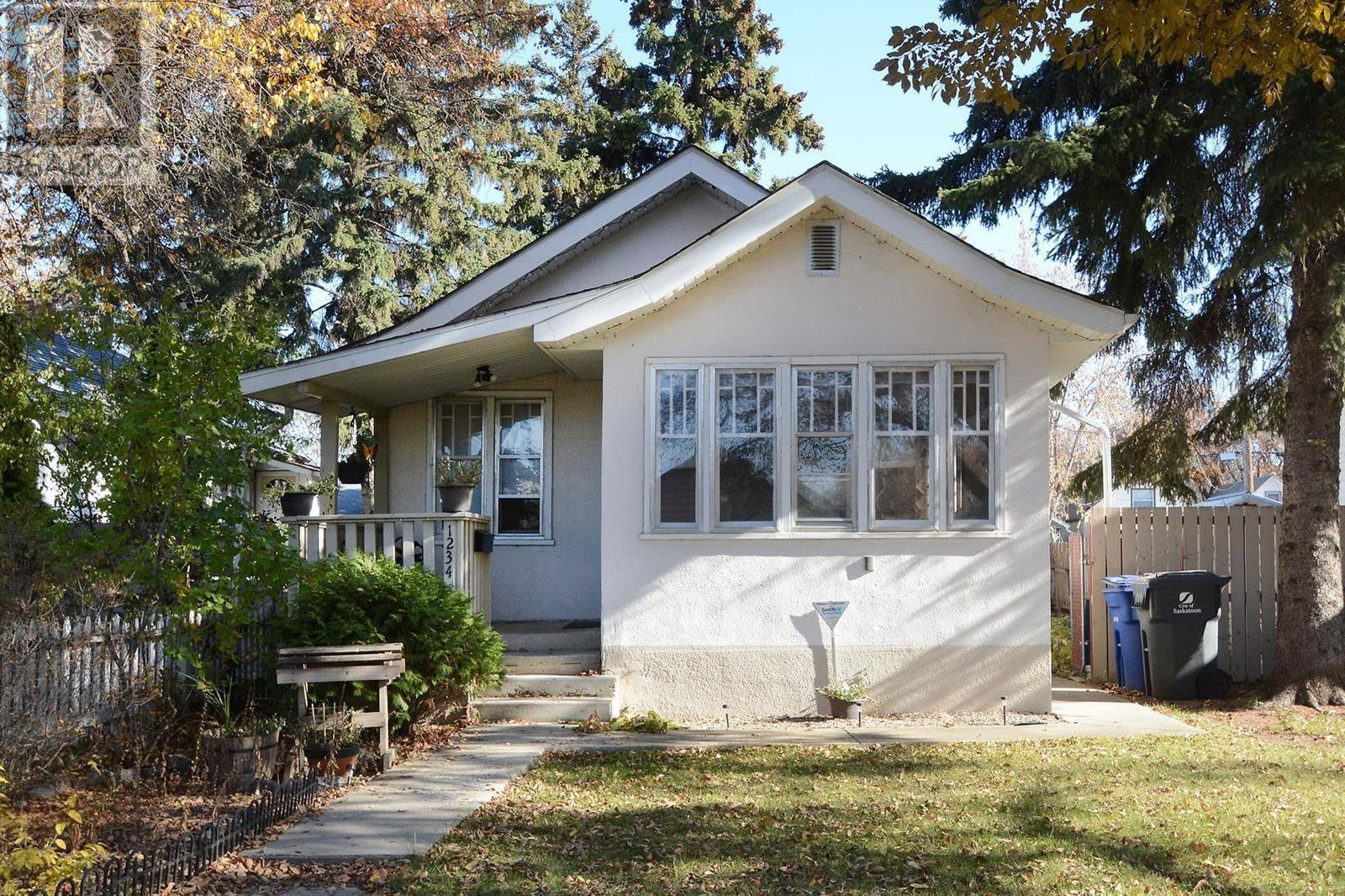 House for sale at 1234 G Ave N Saskatoon Saskatchewan - MLS: SK789618