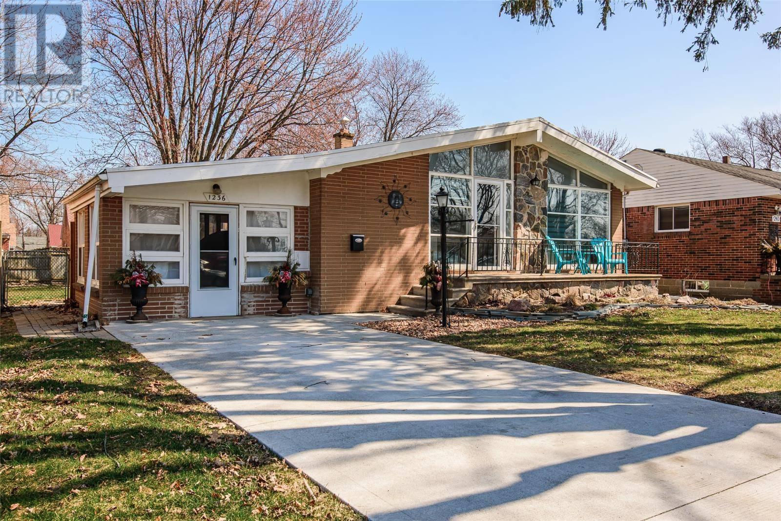 House for sale at 1236 Belleperche Pl Windsor Ontario - MLS: 20003883