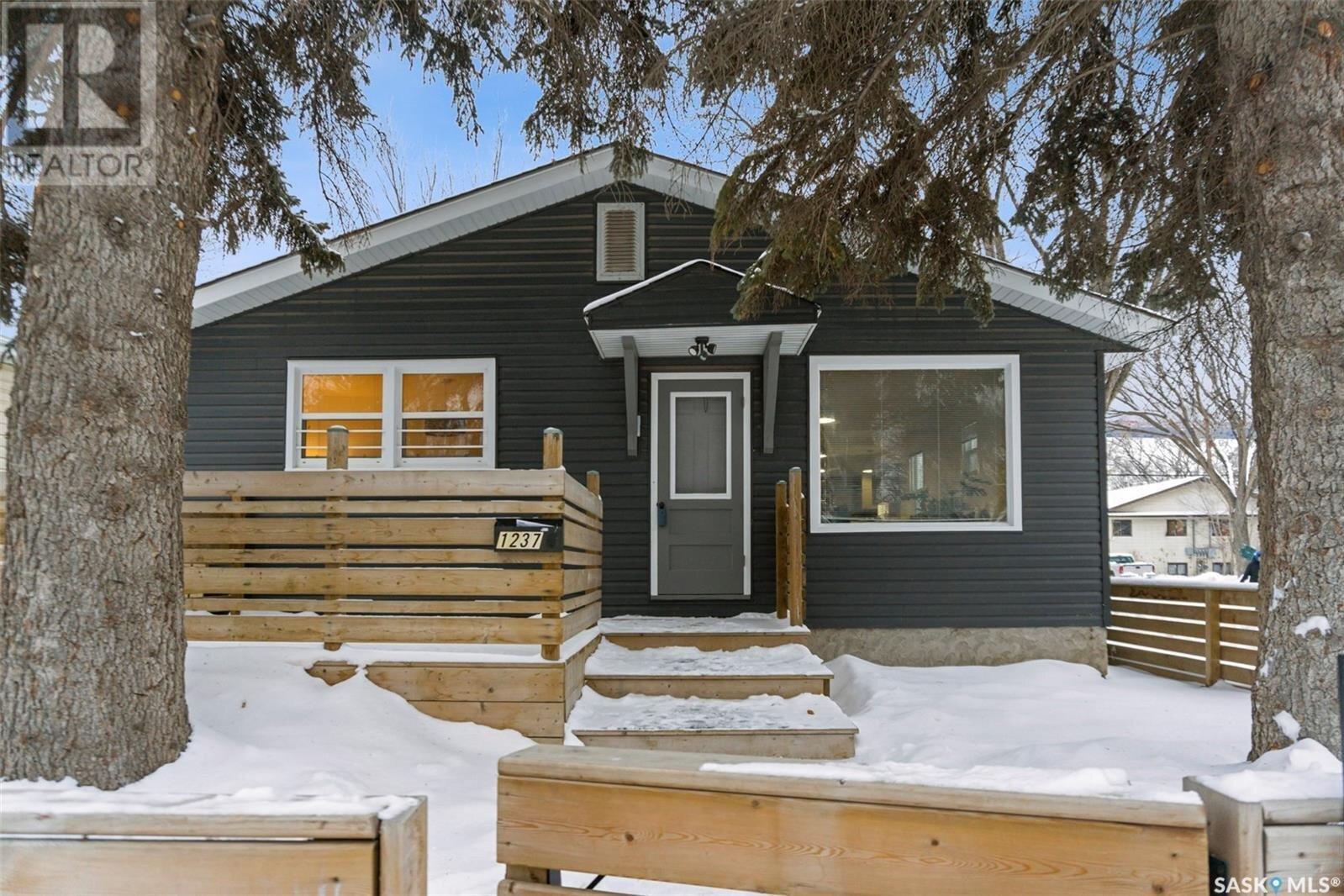 House for sale at 1237 C Ave N Saskatoon Saskatchewan - MLS: SK834335