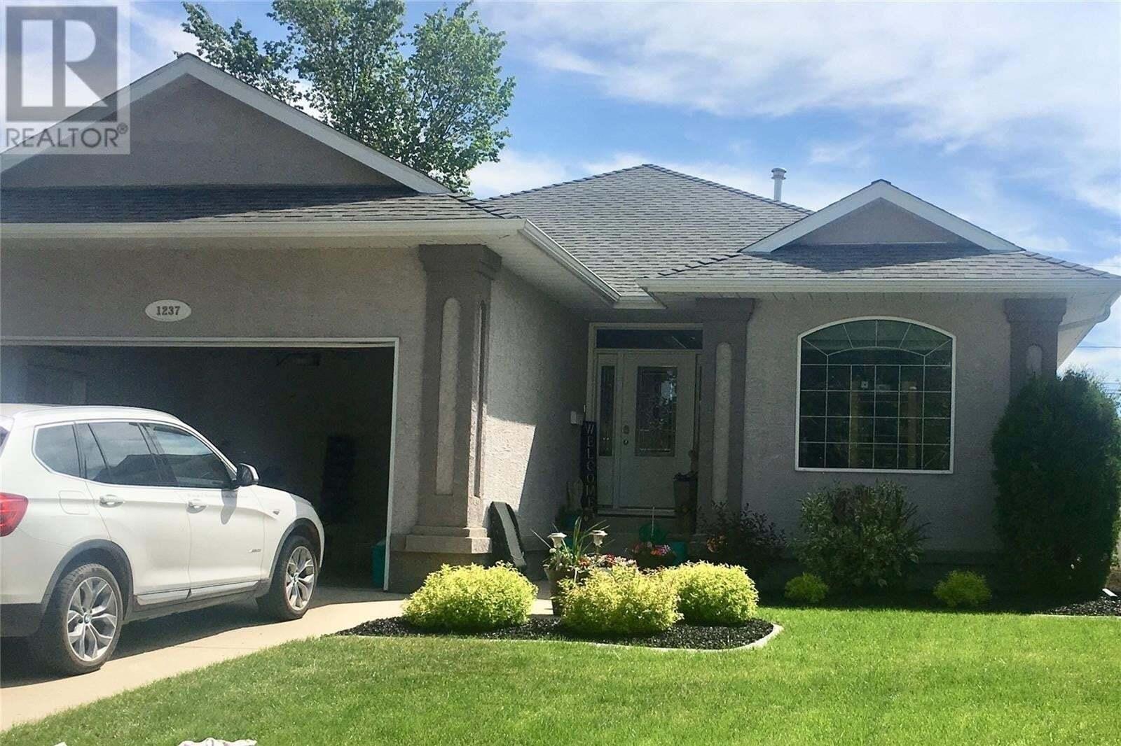 House for sale at 1237 Grafton Ave Moose Jaw Saskatchewan - MLS: SK814315