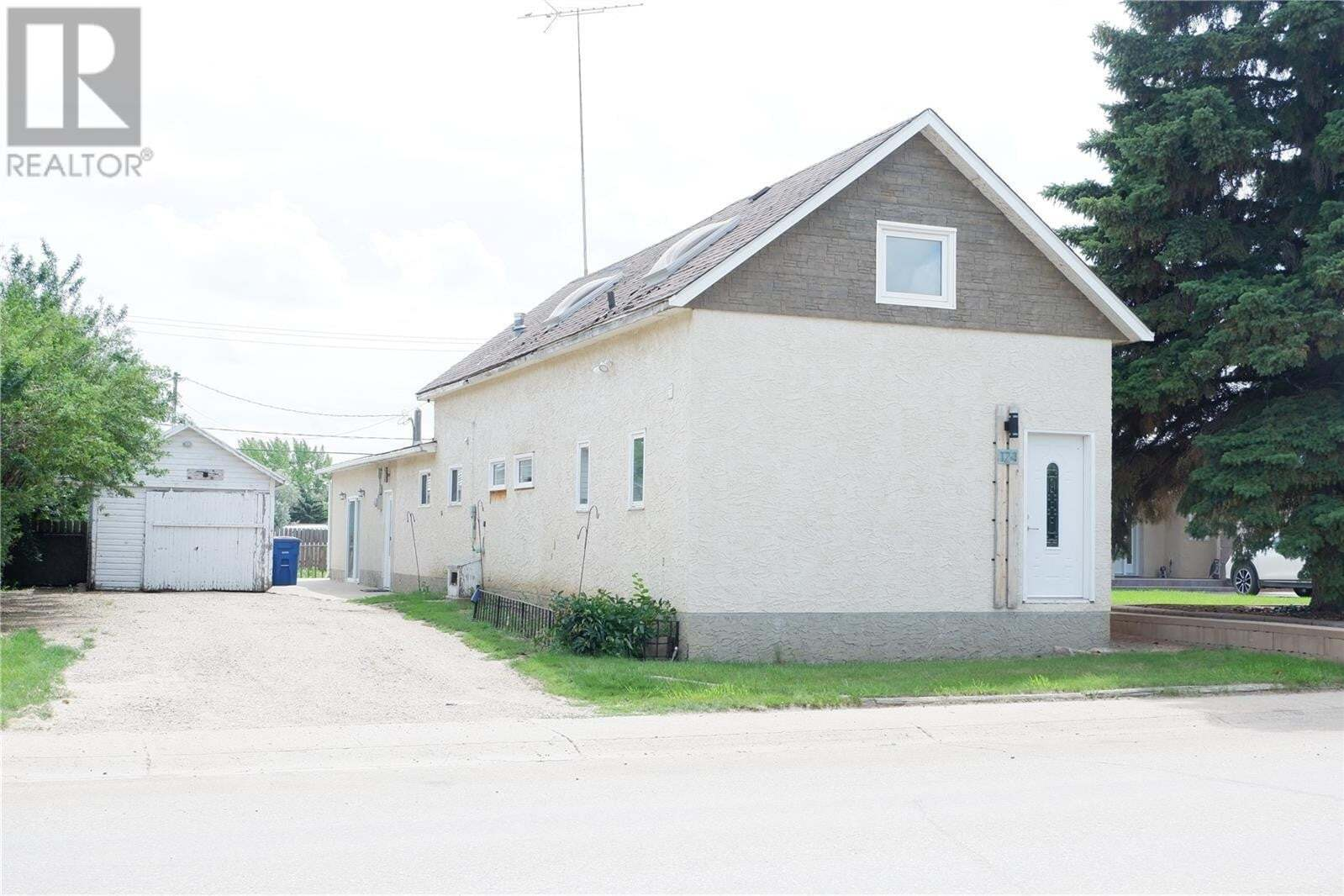 House for sale at 124 1st Ave E Gravelbourg Saskatchewan - MLS: SK818235