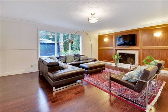 For Sale: 124 Avenue Road, Newmarket, ON   4 Bed, 3 Bath House for $1,198,000. See 20 photos!