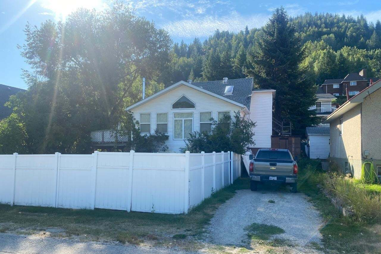 House for sale at 124 Haig St Trail British Columbia - MLS: 2454060