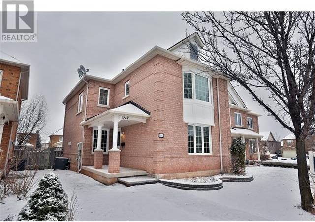 Townhouse for rent at 1247 Brillinger St Oakville Ontario - MLS: 30767106
