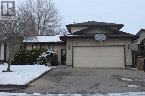 House for sale at 1247 James Cres Regina Saskatchewan - MLS: SK801126