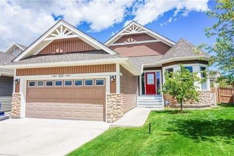 House for sale at 125 Bayside Ct SW Airdrie Alberta - MLS: A1021033
