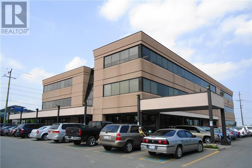 Commercial property for lease at 125 Bell Farm Rd Barrie Ontario - MLS: 40045311