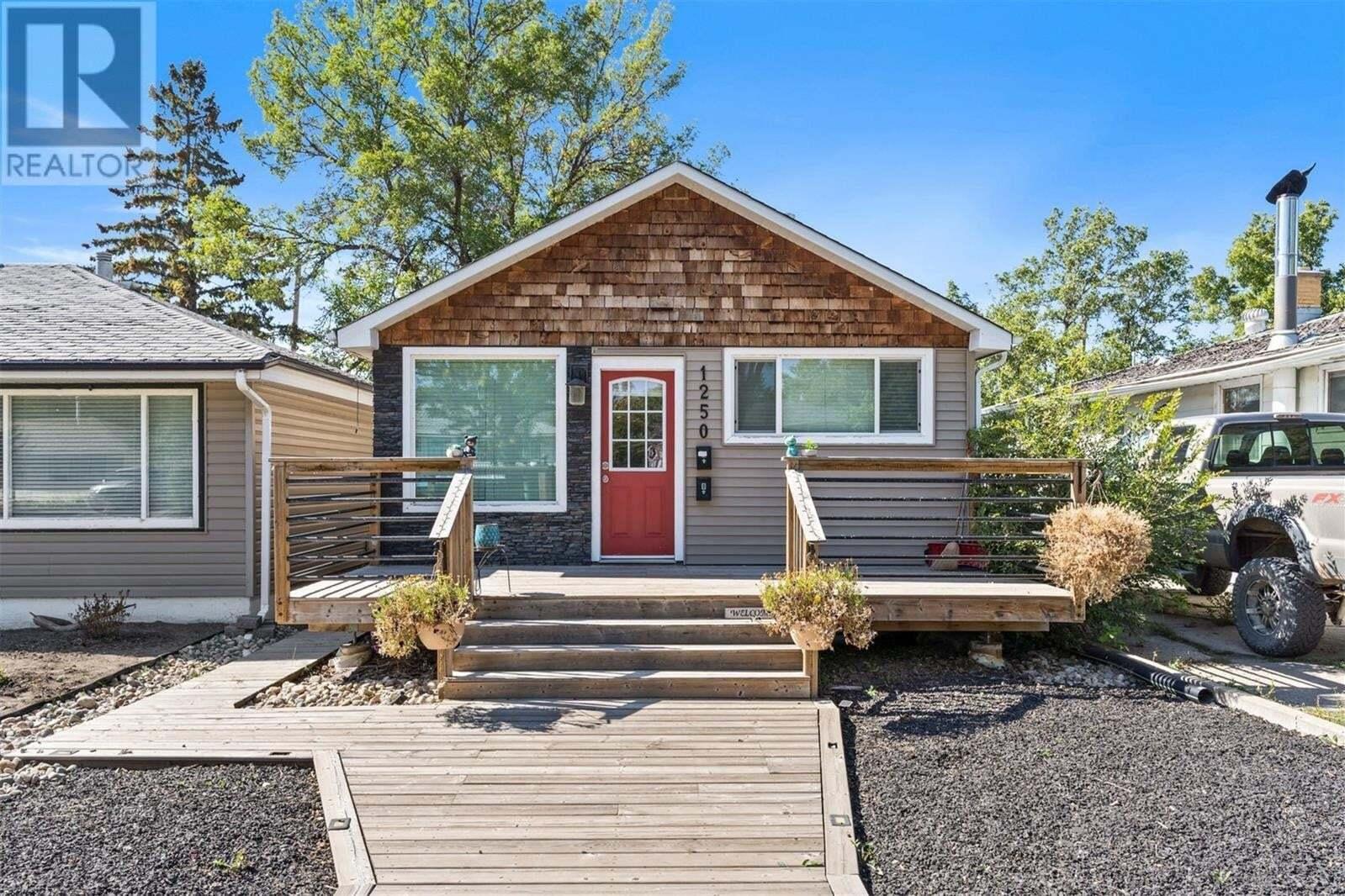 House for sale at 1250 Campbell St Regina Saskatchewan - MLS: SK826761