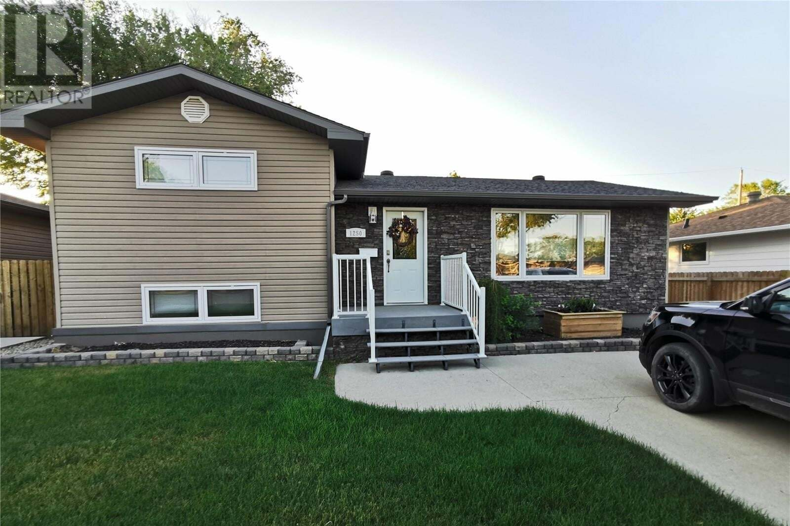House for sale at 1250 Grace St Moose Jaw Saskatchewan - MLS: SK814048