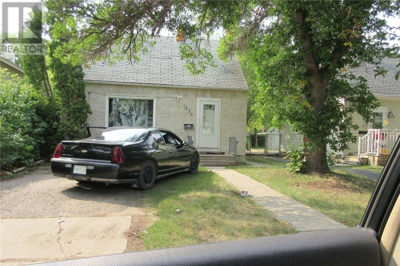 House for sale at 1252 Queen St Regina Saskatchewan - MLS: SK826359