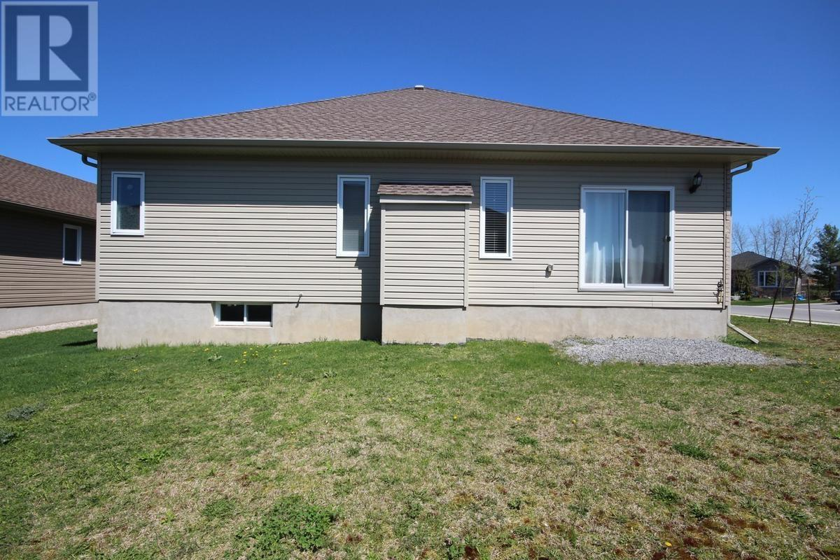 For Sale: 1255 Mazzolin Crescent, Kingston, ON | 3 Bed, 2 Bath House for $579,900. See 27 photos!