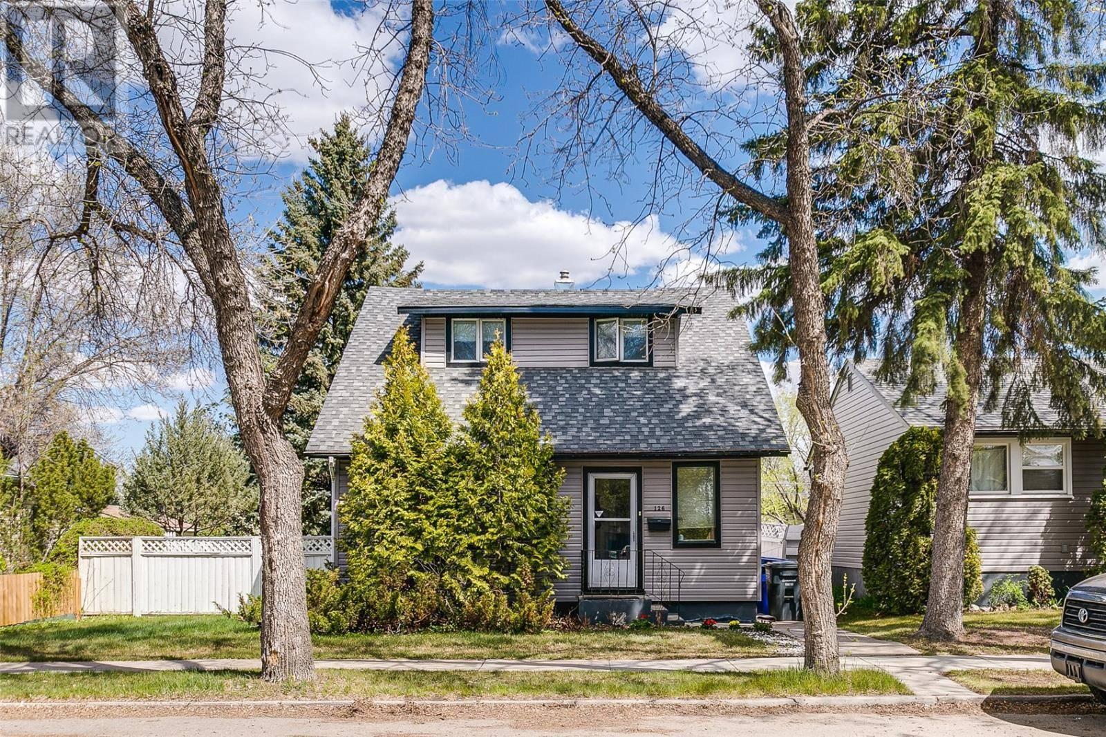 House for sale at 126 109th St W Saskatoon Saskatchewan - MLS: SK772888