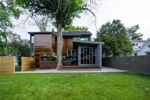 House for sale at 126 Lake Promenade  Toronto Ontario - MLS: W4950390