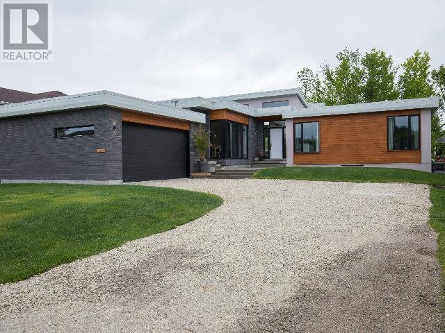 For Sale: 126 Stanley Street, Collingwood, ON | 4 Bed, 3 Bath House for $949,900. See 20 photos!