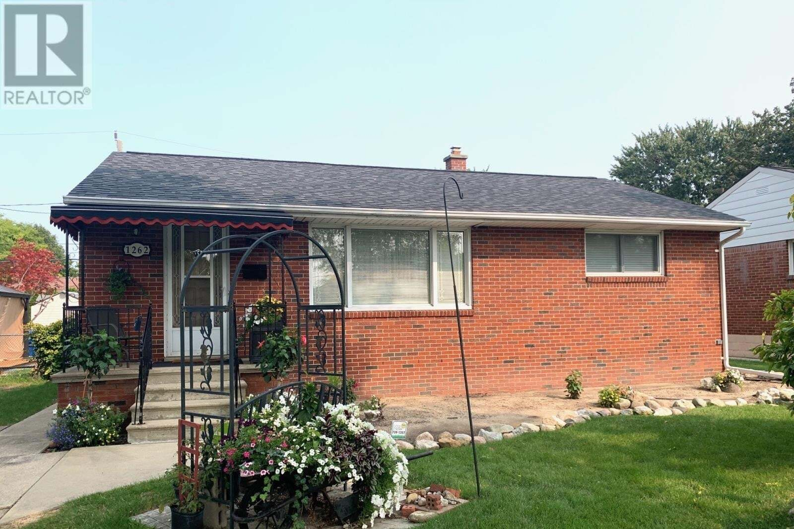 House for sale at 1262 Isabelle  Windsor Ontario - MLS: 20012169