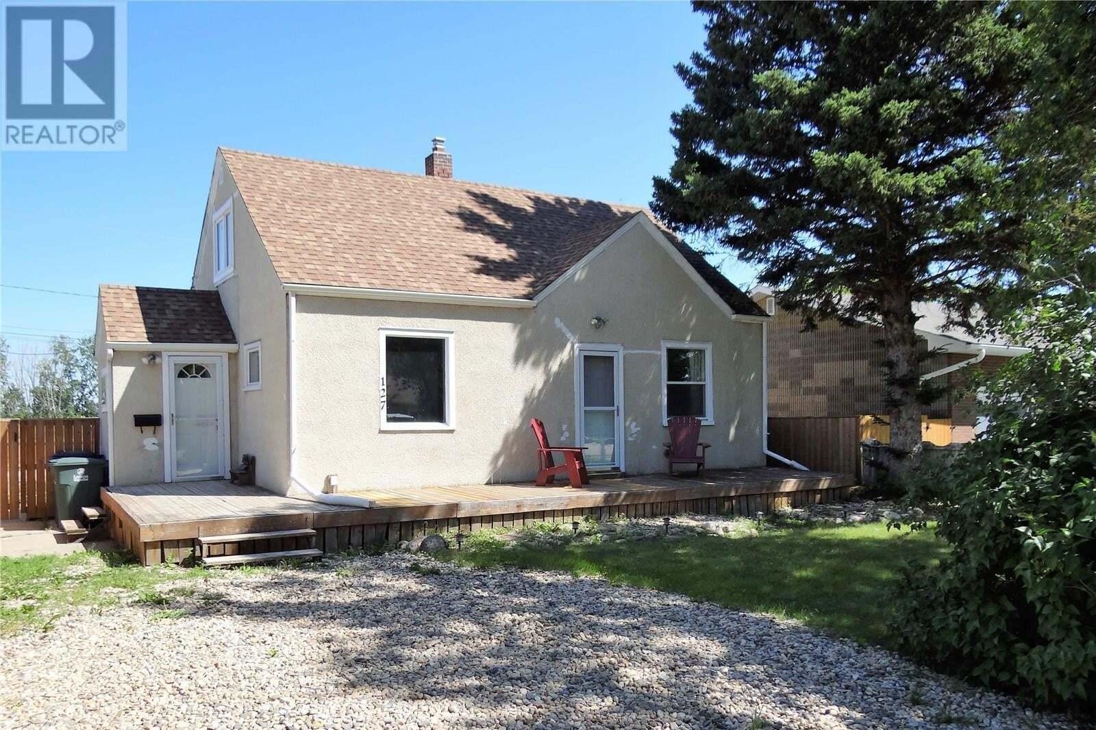 House for sale at 127 Main St E Langham Saskatchewan - MLS: SK817600